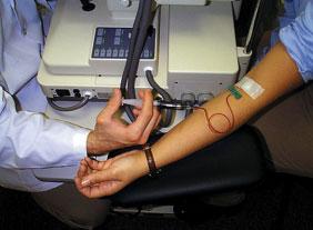 ICGを静脈注射後、採血します