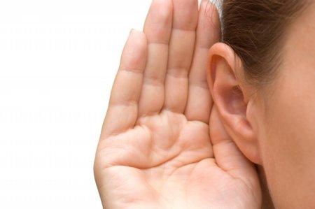 伝音・感音難聴の有無を調べます